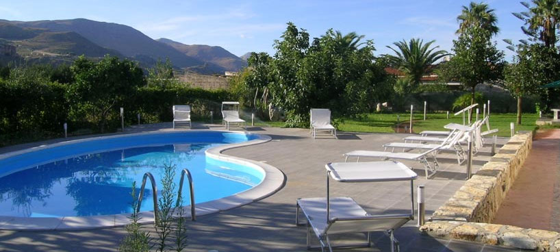 Villa Guidaloca with private pool and near the sea