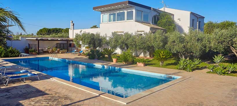 Luxury Villa Magnolia with pool and by the sea