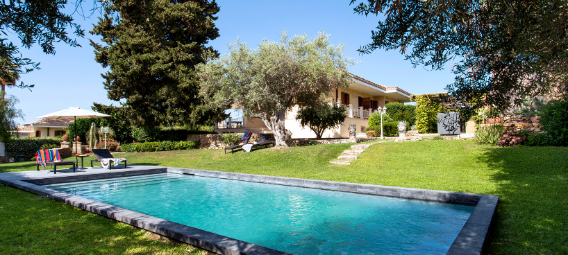 Villa Ananda, an elegant villa with a pool with a Jacuzzi