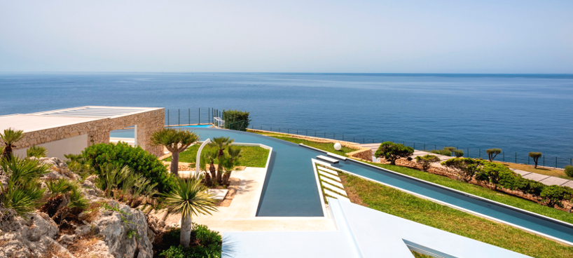 Luxury Villa Prestige with pool and in front of the sea